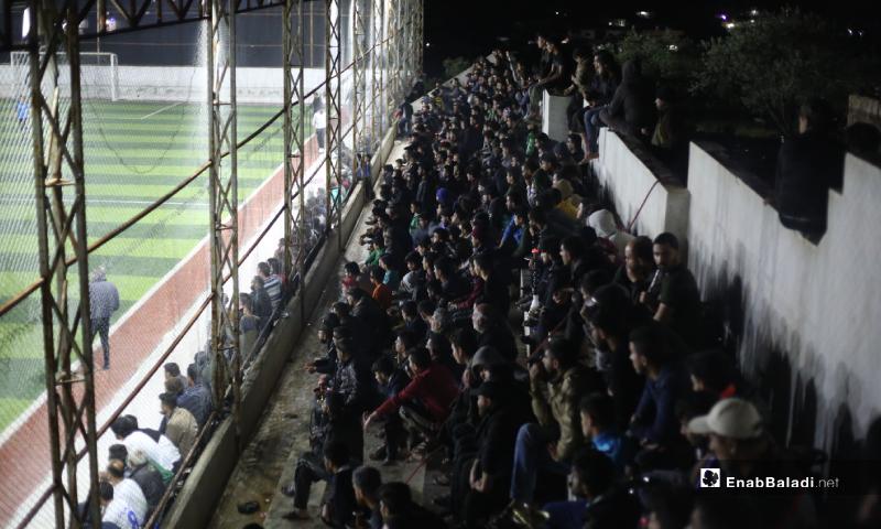 حضور جماهيري في المباراة النهائية لدوري نجوم الشمال في إدلب بملعب قاح - 3 أيار 2020 (عنب بلدي)