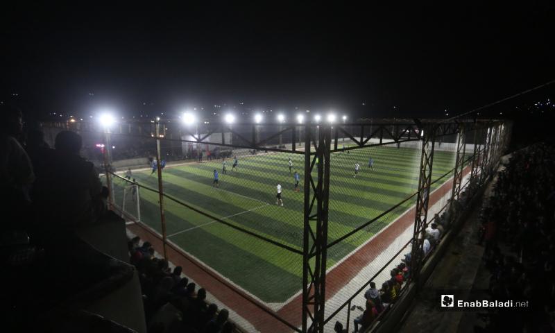 ملعب قاح الذي استضاف المباراة النهائية لدوري نجوم الشمال بين فريقي دير حسان وعقربات في إدلب - 3 أيار 2020 (عنب بلدي)