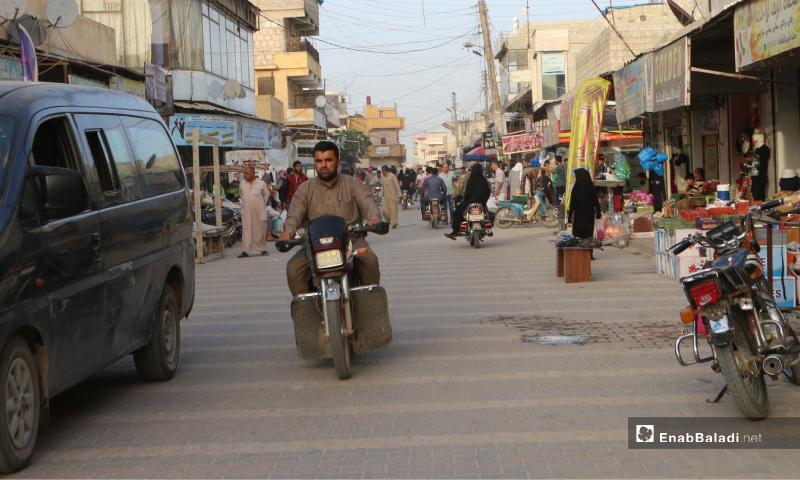 مدنيون يشترون حاجياتهم في أواخر أيام رمضان بسوق مارع شمالي حلب - 20 أيار 2020 (عنب بلدي/ عبد السلام مجعان)