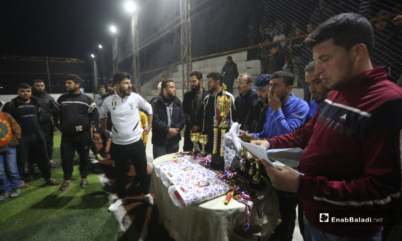 تكريم فريقي دير حسان وعقربات لحصولهم على المركز الأول والثاني في  بالمباراة النهائية لدوري نجوم الشمال في إدلب بملعب قاح - 3 أيار 2020 (عنب بلدي)