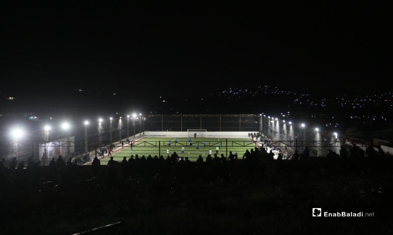 ملعب قاح في إدلب يستضيف المباراة النهائية لدوري نجوم الشمال بين فريقي دير حسان وعقربات - 3 أيار 2020 (عنب بلدي)