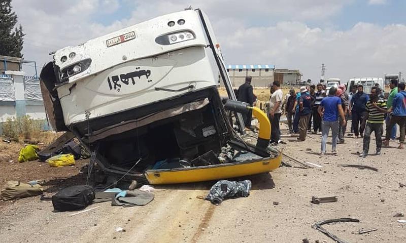 """صورة للحافلة العسكرية التابعة إلى """"الفيلق الخامس"""" والتي استهدفت في ريف درعا الشرقي- 20 من حزيران (أبو غياس الشرع/ تويتر)"""