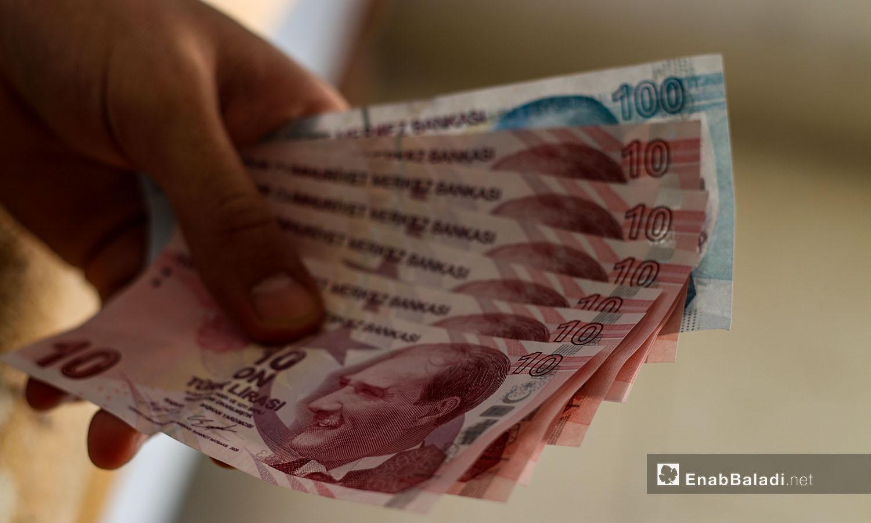 طرح العملة التركية عن طريق بنك الشام التابع لحكومة الإنقاذ في مدينة إدلب شمال سوريا - 18 حزيران 2020 (عنب بلدي/ يوسف غريبي)