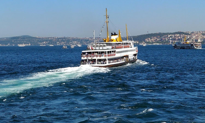 عبّارة لتوصيل الركاب في ممر البوسفور بمدينة إسطنبول - 2017 (google maps/Süleyman Kıran)