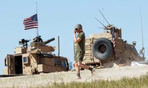 عربات أمريكية ضمن التحالف الدولي شرق الفرات (ap)