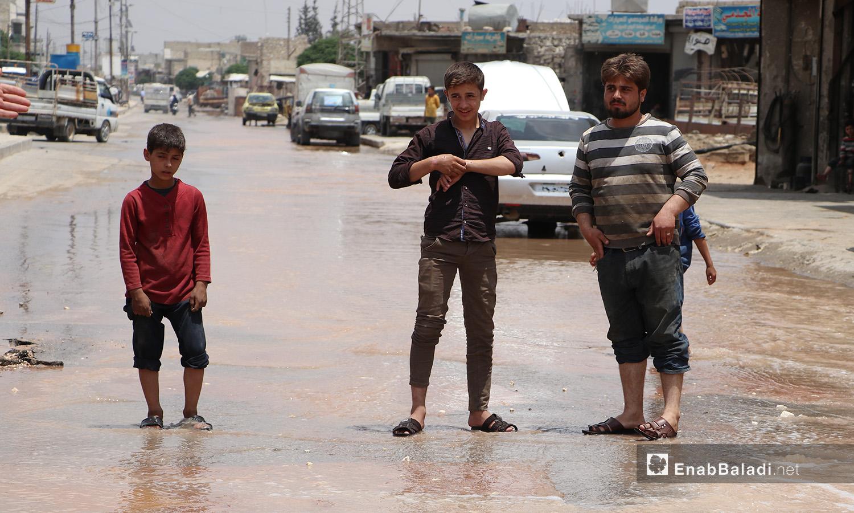 فيضان المياه بسبب أعطال في شبكة المياه بمدينة الباب بريف حلب الشمالي - 20 حزيران 2020 (عنب بلدي)