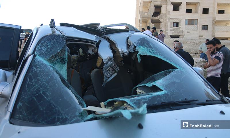 سيارة استهدفت بصاروخ من طائرة دون طيار في إدلب - 14 حزيران 2020 (عنب بلدي/ يوسف غريبي)