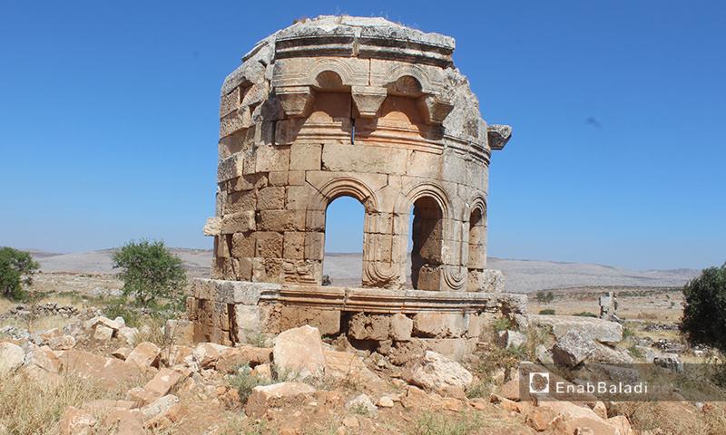 مبنى أثري في ثرية عرشين بريف إدلب الشمالي - 17 حزيران 2020 (عنب بلدي/ إياد عبد الجواد)