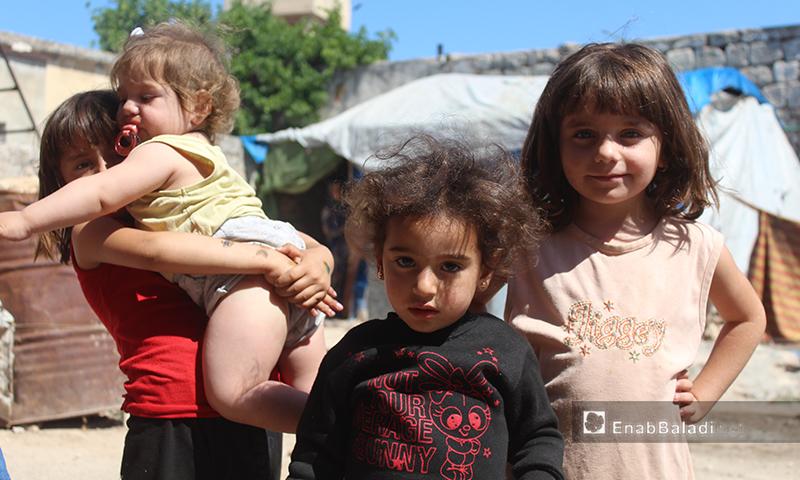 أطفال في قرية عرشين بجبل السماق بريف إدلب الشمالي - 17 حزيران 2020 (عنب بلدي/إياد عبد الجواد)