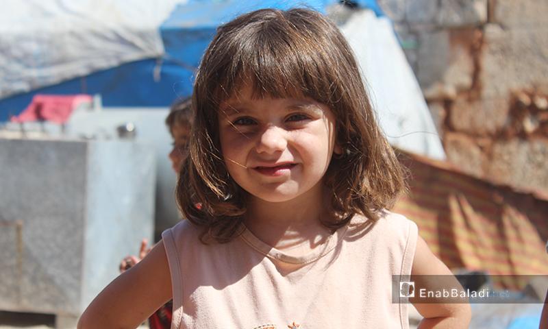 طفلة في قرية عرشين بجبل السماق بريف إدلب الشمالي - 17 حزيران 2020 (عنب بلدي/إياد عبد الجواد)