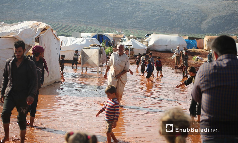 """مخيم """"سهل الخير"""" بعد العاصفة المطرية في كفربني بريف إدلب الشمالي - 19 حزيران 2020 (عنب بلدي/يوسف غريبي)"""