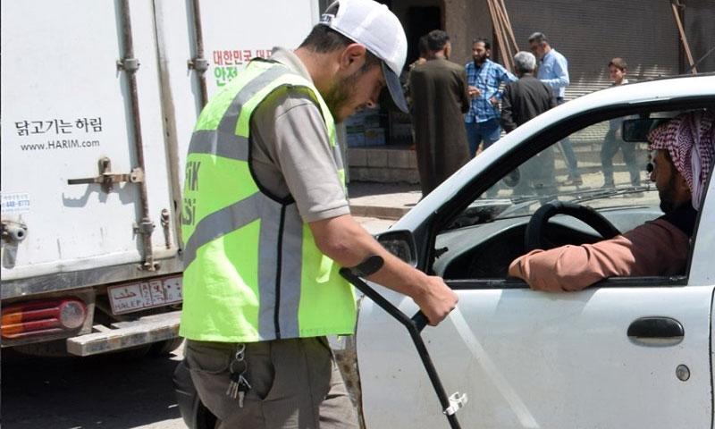 شرطي في مدينة إعزاز على أحد الحواجز أيار 2020 (مديرية أمن إعزاز- فيس بوك)