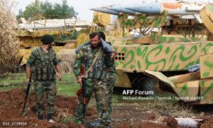 عناصر من جيش النظام قرب الشيخ مسكين في درعا - 11 تموز 2015 (AFP)