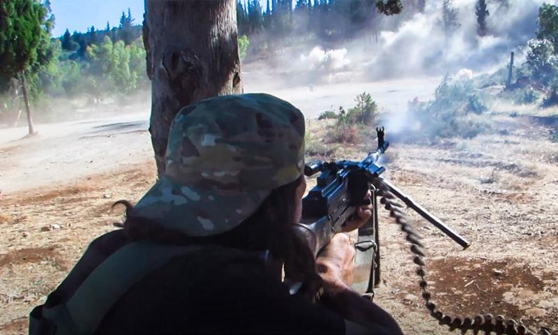 عنصر من تحرير الشام يطلق النار على خلال تدريب رفع مستوى - 16 حزيران 2020 (إباء)