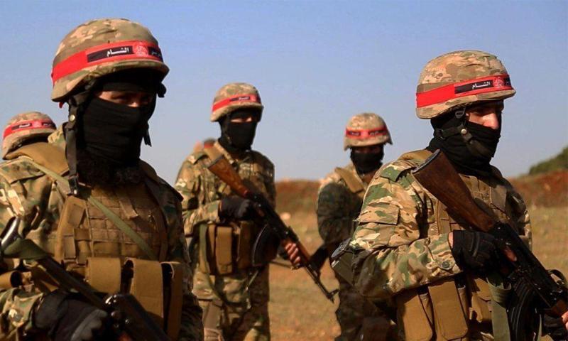 عناصر من قوات النخبة التابعة لتحرير الشام خلال تخرجهم من دورة عسكرية -18 أيار 2020 (إباء)