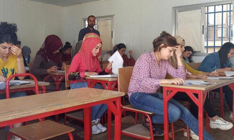 طلاب سوريون يجرون امتحانات الشهادة الثانوية في محافظة الحسكة- 21 من حزيران (سانا)