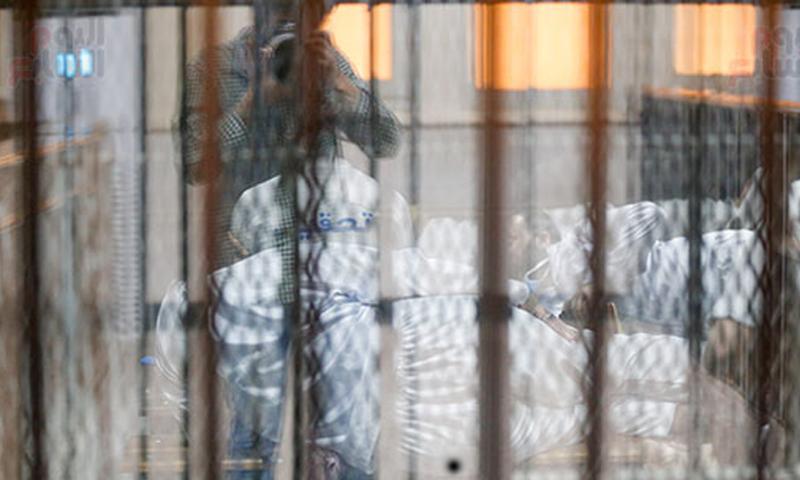 """الأشخاص المتهمون بالانتماء لـ""""جبهة النصرة"""" أثناء محاكمتهم في مصر- 21 من حزيران (اليوم السابع)"""