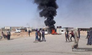 المظاهرة في العزبة التي خرجت اليوم في ريف دير الزور الشمالي- 8 من حزيران (عنب بلدي)