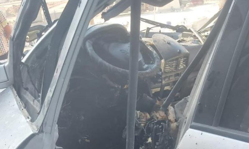 سيارة رئيس المجلس المحلي في حارم التي استهدف فيها بعبوة ناسفة- 25 من تموز (تويتر)