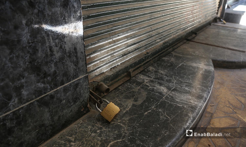 اغلاق سوق الصرافة في مدينة إدلب اثر مقتل شخص في السوق جراء مشادات - 13 من تموز 2020 (عنب بلدي / يوسف غريبي )