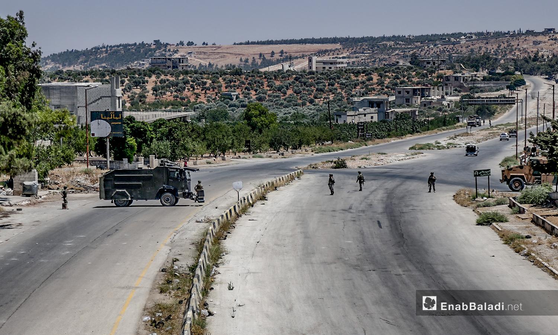 """تسيير الدورية التركية الروسية على طريق """"M4"""" في إدلب - 14 من تموز 2020 (عنب بلدي / يوسف غريبي)"""