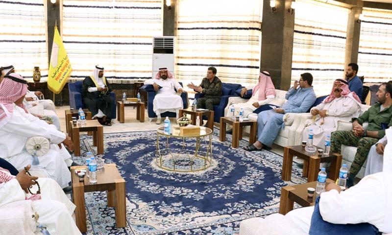 لقاء قائد قوات سوريا الديمقراطية مظلوم عبدي مع شيوخ عشائر في دير الزور - 15 تموز 2020 (قسد)