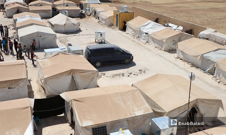 """مخيم """"قبتان"""" قرب بلدة أخترين بريف حلب الشمالي - 17 تموز 2020 (عنب بلدي/عاصم الملحم)"""