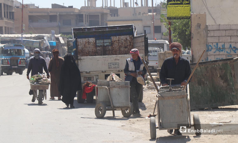 أحد شوارع مدينة الرقة - 11 تموز 2020 (عنب بلدي/عبد العزيز الصالح)