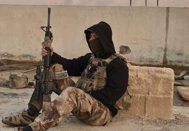 """دان نيوي البريطاني الذي قاتل إلى جانب """"وحدات حماية الشعب"""" الكردية في سوريا (الجارديان نقلًا عن عائلة المقاتل)"""