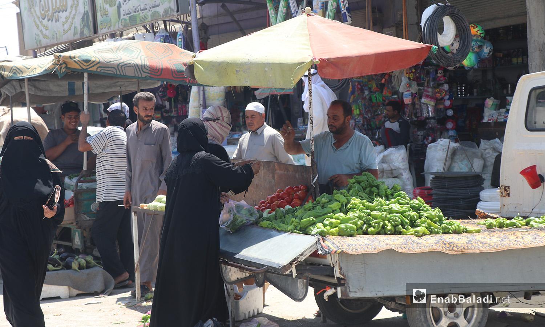 أحد أسواق مدينة الرقة - 11 تموز 2020 (عنب بلدي/عبد العزيز صالح)