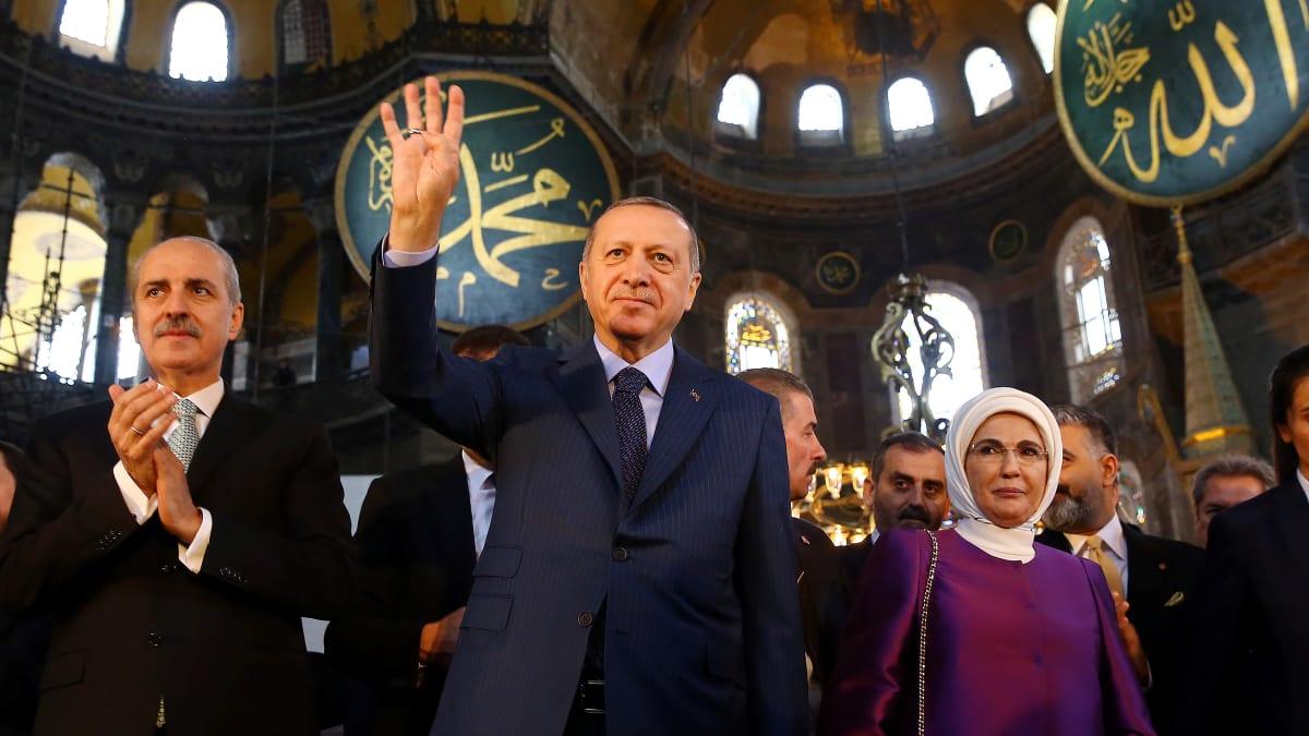 الرئيس التركي رجب طيب أردوغان في حفل أقيم في متحف أيا صوفيا بمدينة إسطنبول 31 مارس 2020 (رويترز)