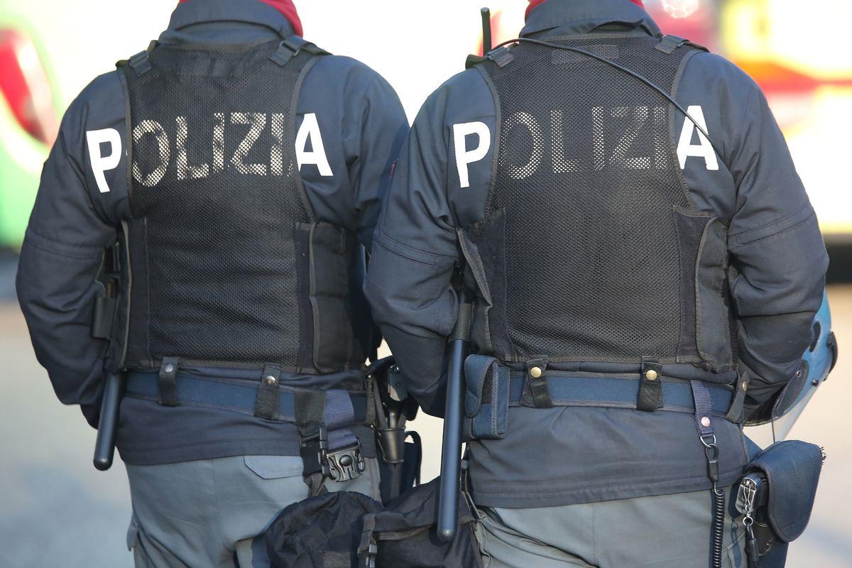 عنصران من الشرطة الإيطالية - 2019 (eu-ocs)