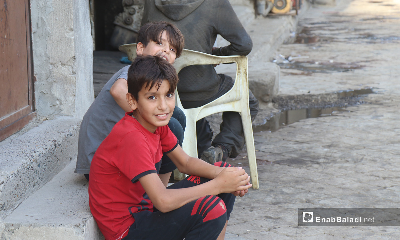 مجموعة أطفال في مدينة الرقة - 26 تموز 2020 (عنب بلدي/عبد العزيز الصالح)