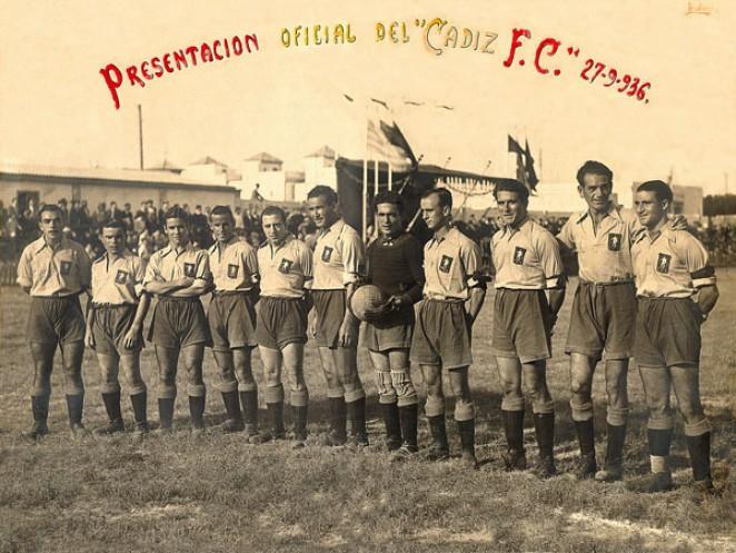 صورة للاعبي نادي قادش عند تأسيسه في عام 1910- (CADIZ)