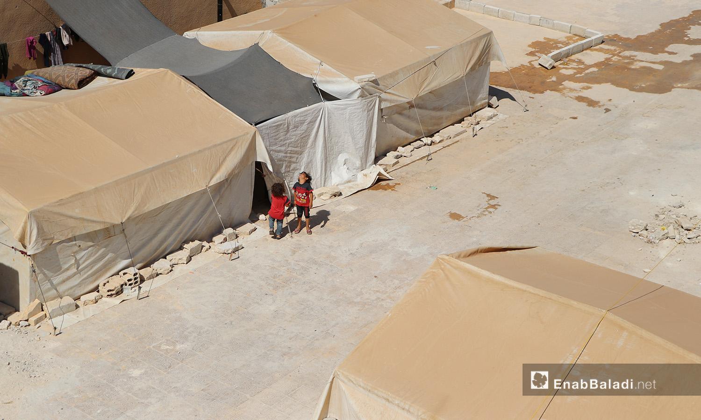 """صورة جوية لجانب من مخيم """"قبتان"""" قرب بلدة أخترين بريف حلب الشمالي - 17 تموز 2020 (عنب بلدي/عاصم الملحم)"""