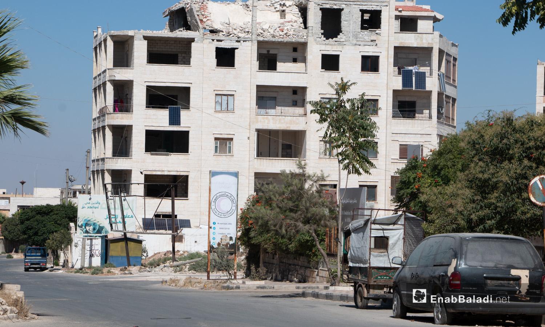 بناء متضرر جراء القصف في مدينة إدلب - 14 تموز 2020 (عنب بلدي/أنس الخولي)