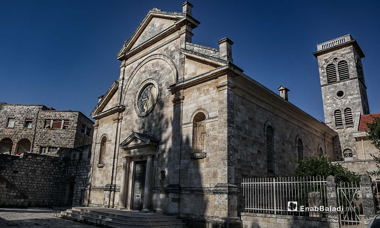 """بناء كنيسة """"مار يوسف"""" في قرية القنية في ريف إدلب الغربي - تموز 2020 (عنب بلدي)"""