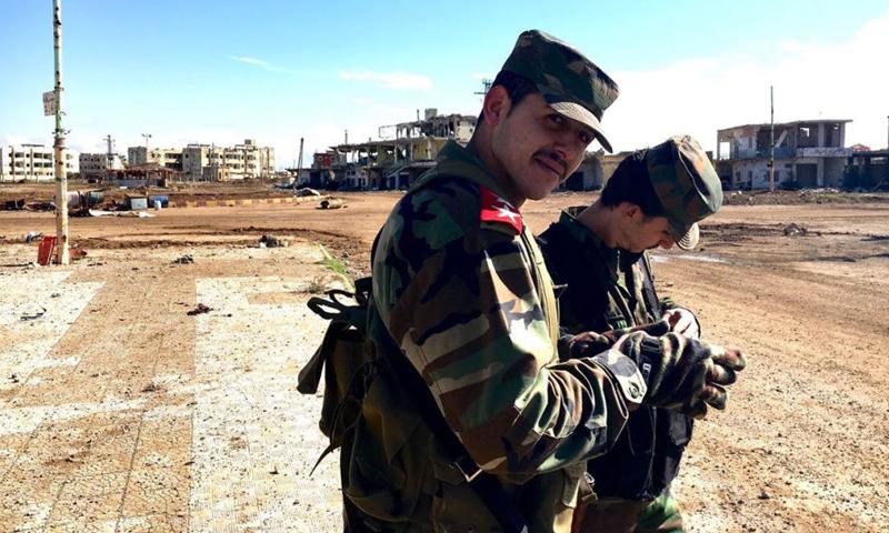 مقاتلون في قوات النظام السوري في بلدة الشيخ مسكين في درعا - 28 كانون الثاني 2016 (سبوتنيك)