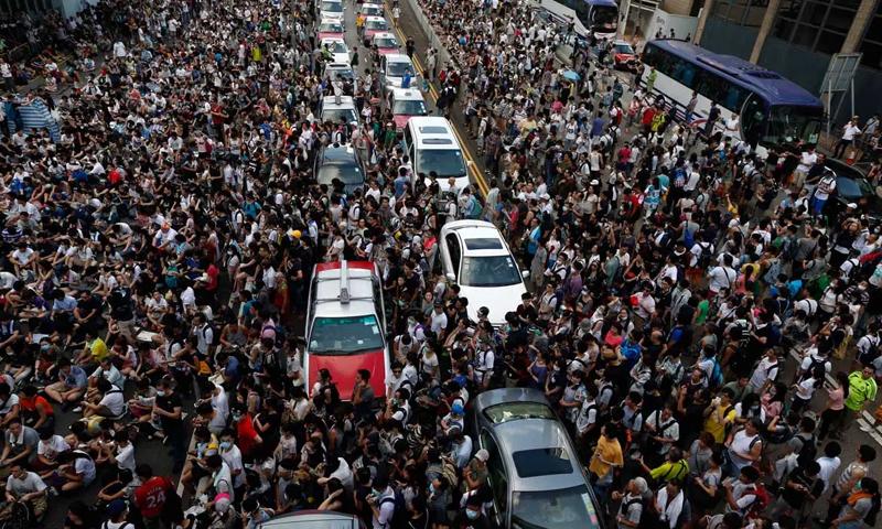 صورة لاحتجاجات في هونج كونج الصينية- (رويترز)