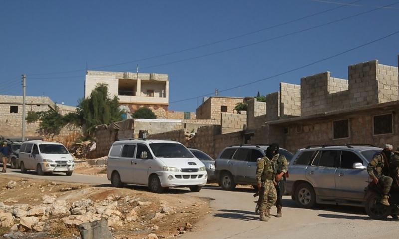 عناصر من تحرير الشام ينتشرون في تلعادة خلال عملية الاقتحام – 25 تموز 2020 (القوة التنفيذية)