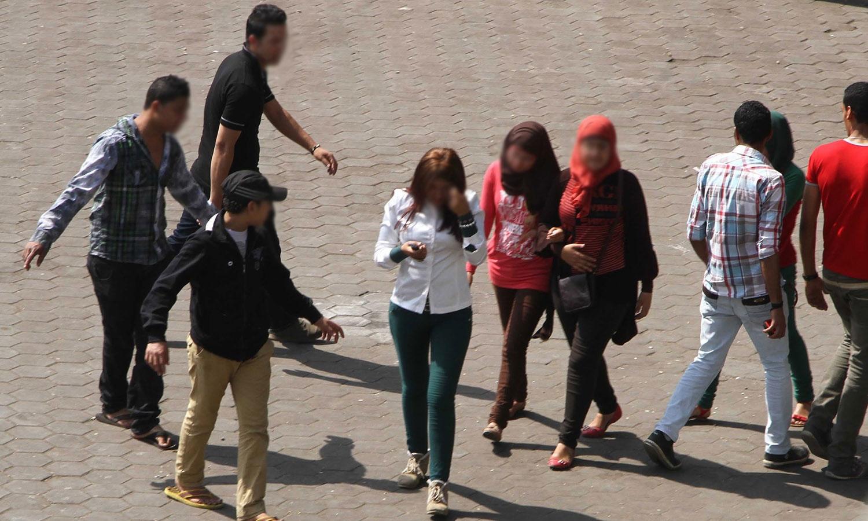فتيات يتعرضن للتحرش في العاصمة المصرية القاهرة (الجزيرة)