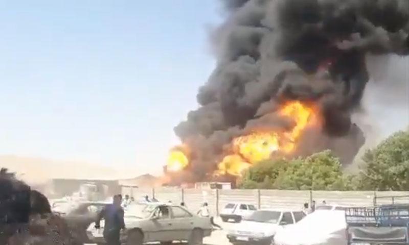 لقطة من تسجيل مصور يظهر اندلاع النيران في كرمانشاه 28 من تموز 2020 (وكالة إسنا)