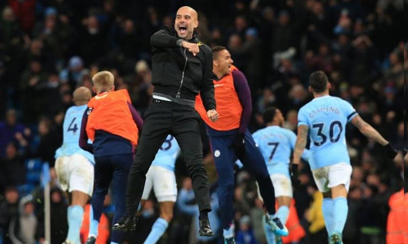 احتفال لمدرب مانشستر سيتي وفريقه بانتصار حققوه ضد ساوثهامبتون- (AFP)