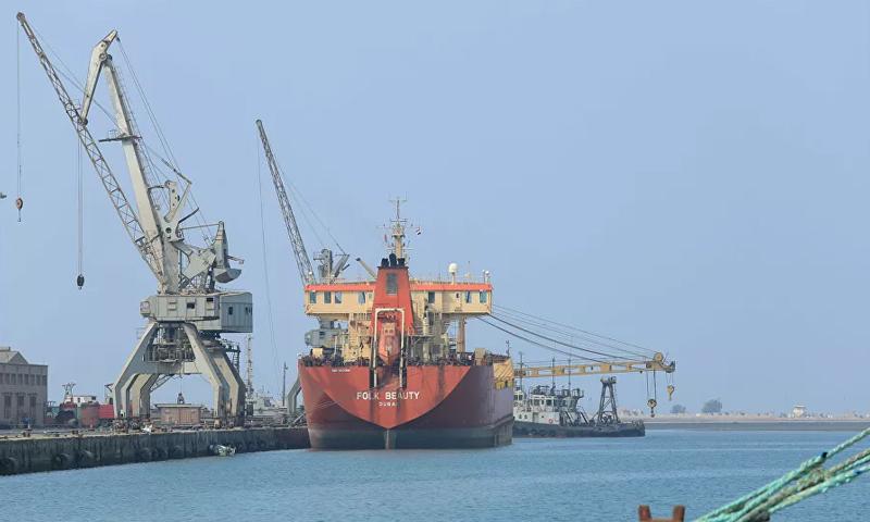 الناقلة صافر التي تهدد بكارثة إنسانية في البحر الأحمر قبالة السواحل اليمنية- (رويترز)