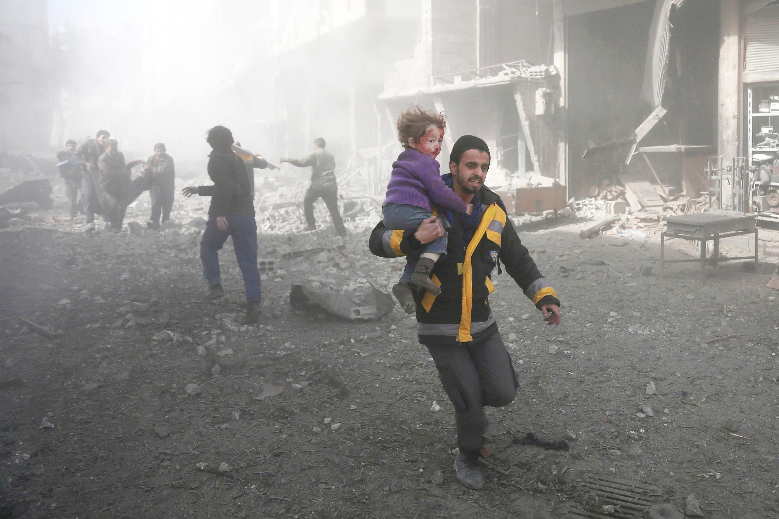 قصف على حمورية في الغوطة الشرقية - 19 شباط (AFP)