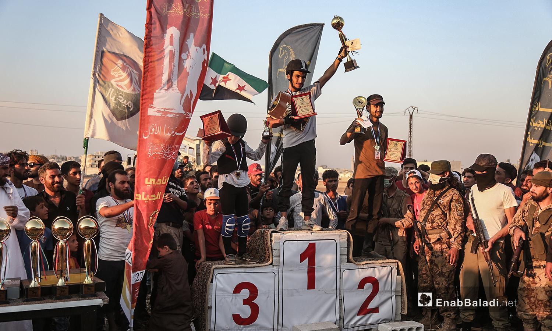 تتويج المراكز الثلاثة الأوائل في مهرجان سرمد للخيول العربية الأصيلة في مدينة سرمدا بشمال إدلب - 28 آب 2020 (عنب بلدي / يوسف غريبي)