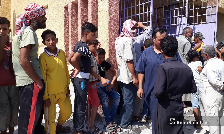 ازدحام على أحد أفران الخبز في مدينة الرقة - 6 آب 2020 (عنب بلدي/عبد العزيز الصالح)