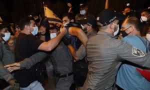 اشتباكات بين المتظاهرين والشرطة الإسرائيلية في القدس 22 من آب 2020 (تايمز أوف إسرائيل)