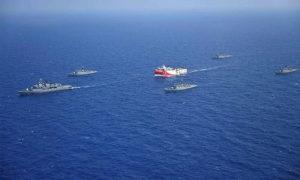 السفينة التركية أوروتش رئيس بصحبة سفن حربية في البحر المتوسط (a haber)