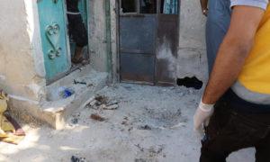 حفرة صغيرة نتجت عن انفجار جسم مجهول في العلانية 20 من آب 2020 (الدفاع المدني السوري)